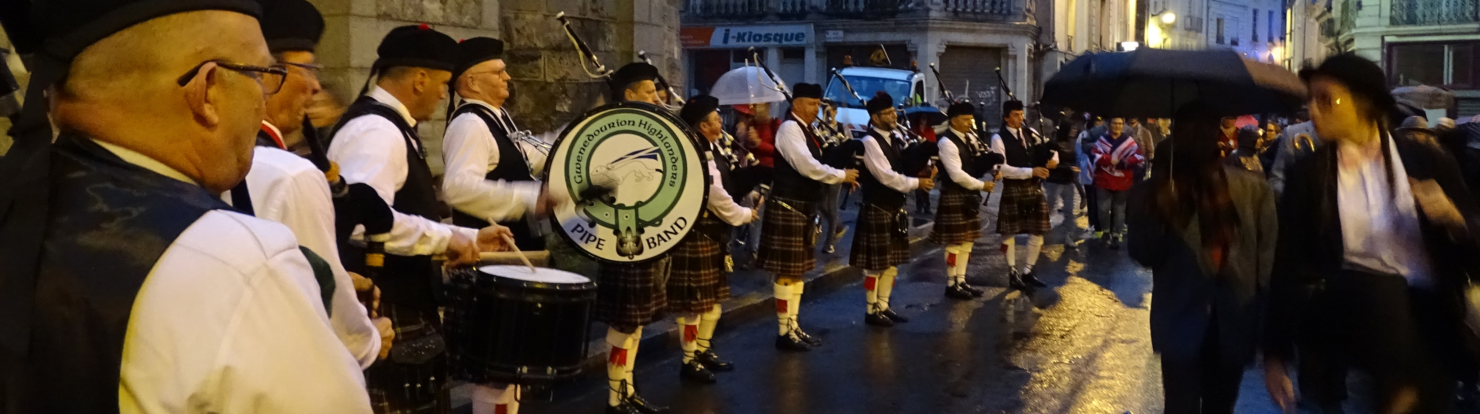 Pipe band Gwenedourion Highlanders, cornemuses écossaises